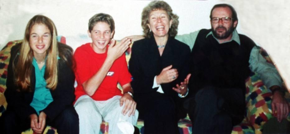 Irm o de suzane von richthofen quebra sil ncio de 12 anos for Muralha e sua esposa
