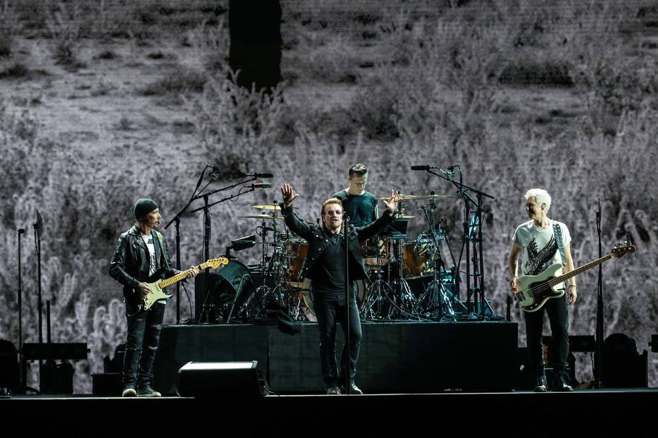 U2 celebra 'The Joshua Tree', toca David Bowie e homenageia Elis e Renato Russo