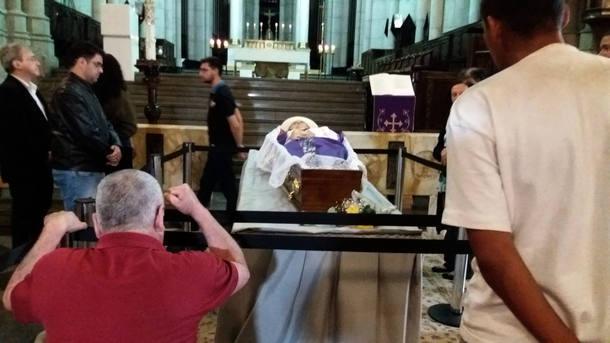 Despedida de d. Paulo: Punho cerrado na madrugada da Catedral