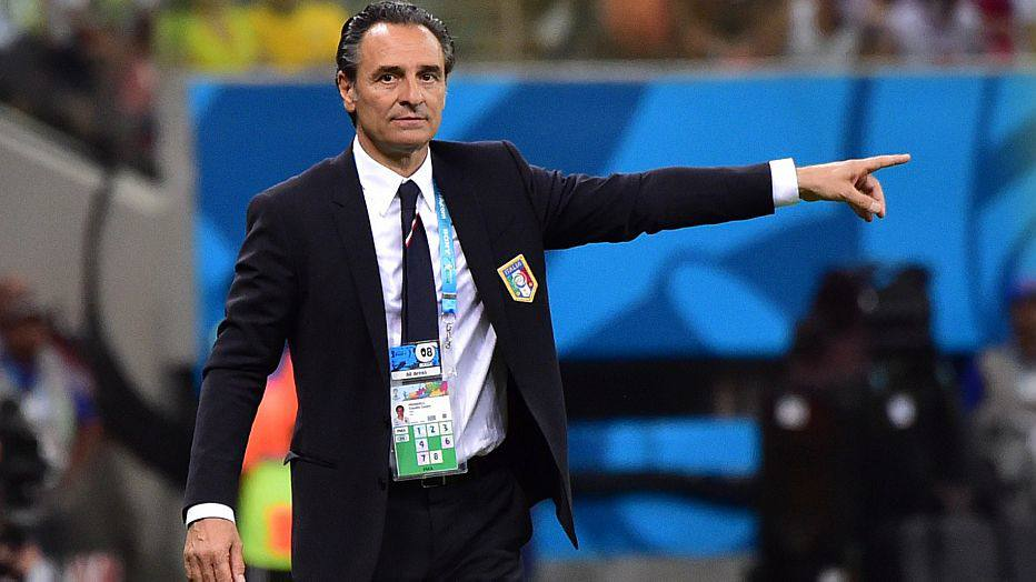 Italy's coach Cesare Prandelli reacts after Italy's midfielder Claudio Marchisio scored a goal during a Group D football match between England and Italy at the Amazonia Arena in Manaus during the 2014 FIFA World Cup on June 14, 2014.   AFP PHOTO / GIUSEPPE CACACE