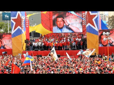 Nicolás Maduro formaliza candidatura e recebe apoio de milhares