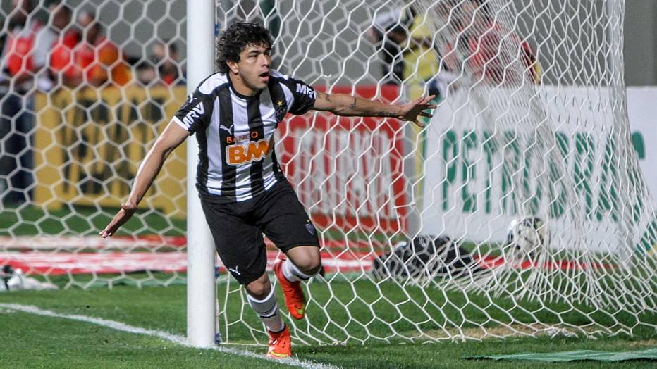 Luan fez o segundo e decretou a vitória do Atlético-MG por 2 a 0.