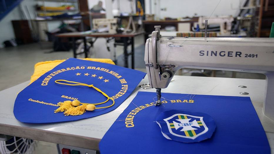 As flâmulas da seleção brasileira também são chamadas de galhardetes, e custam cerca de R$ 200 cada