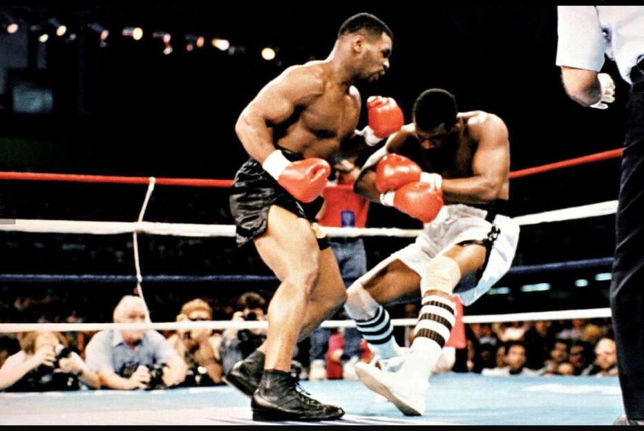 Em uma de suas melhores lutas,Tyson derruba Spinks em 1988.