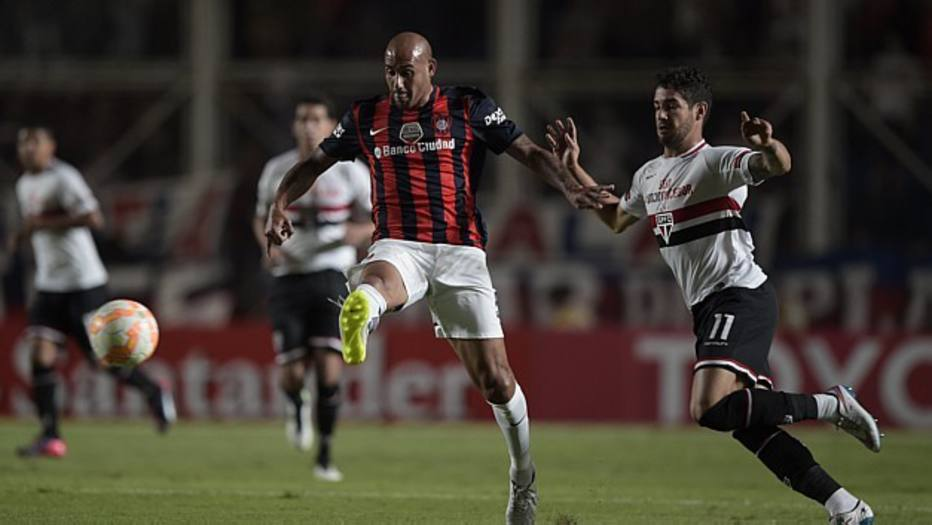 Em 1º de abril, o São Paulo se atrasou por cerca de 20minutos por conta do trânsito em Buenos Aires. O jogo que estava previsto para as 19h45 começou um pouco depois das 20h