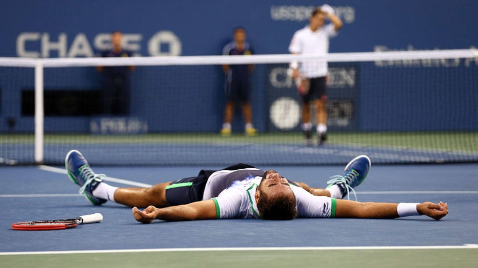 O tenista croata, Marin Cilic, comemora a conquista do US Open, em Nova Iorque. Foto: Streeter Lecka/AFP NEW YORK, NY - SEPTEMBER 08: Marin Cilic of Croatia reacts after defeating Kei Nishikori of Japan to win the men's singles final match on Day fifteen of the 2014 US Open at the USTA Billie Jean King National Tennis Center on September 8, 2014 in the Flushing neighborhood of the Queens borough of New York City. Cilic defeated Nishikori by a score of 6-3, 6-3, 6-3.   Streeter Lecka/Getty Images/AFP