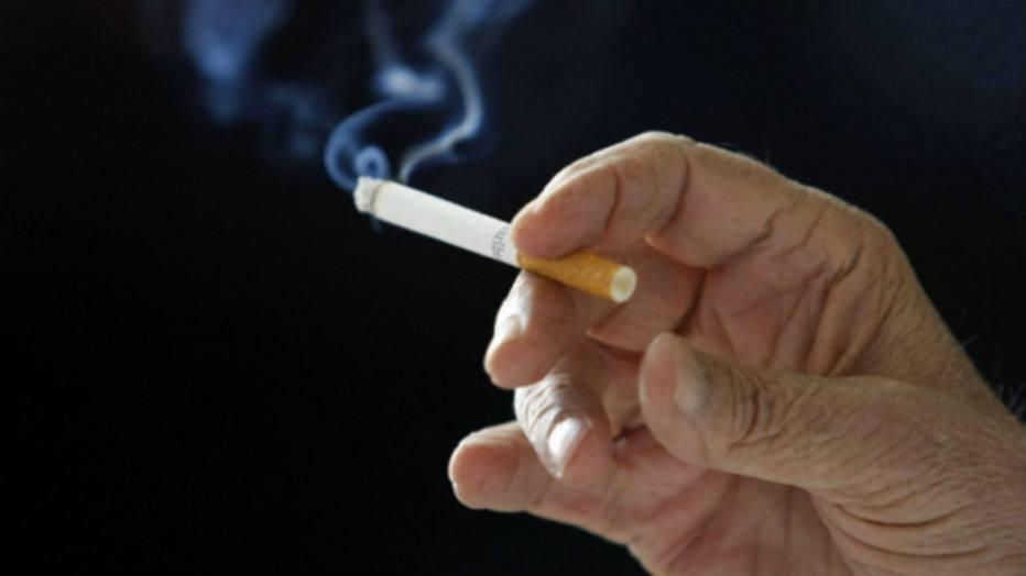 Quando deixado fumando uma garganta dolorida