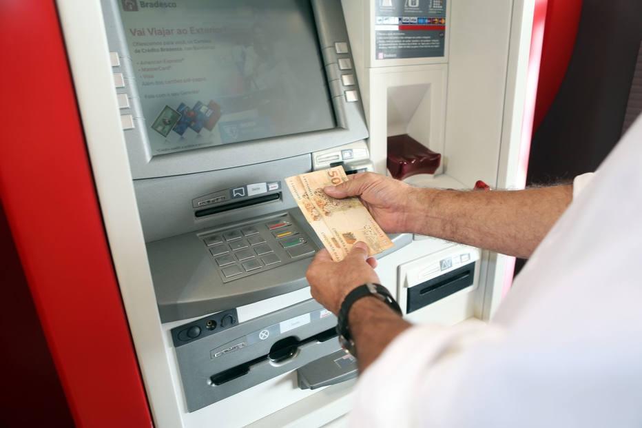 Concorrência entre bancos pode baixar custo do crédito