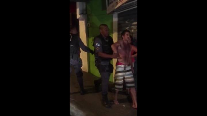 PM da UPP da Rocinha agride homem com um tapa na cara
