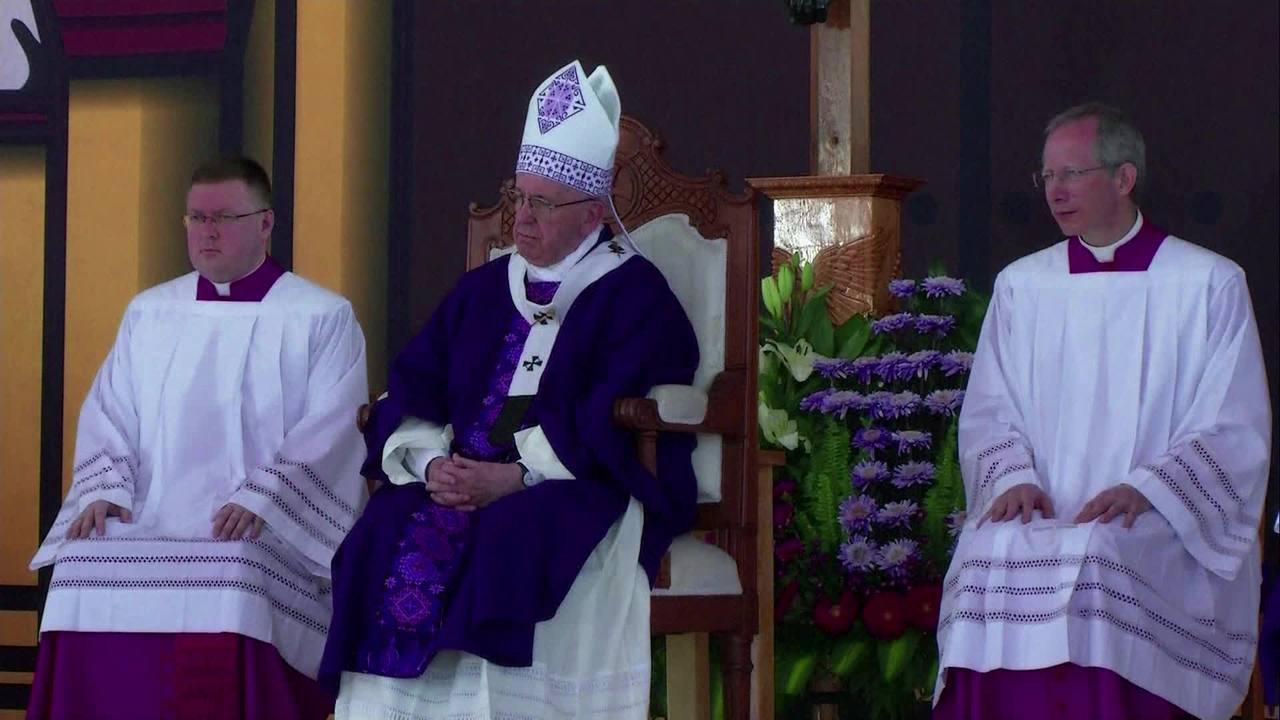 Papa pede perdão pela exclusão dos indígenas