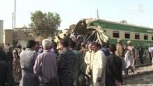 Acidente entre trens deixa dezenas de mortos no Paquistão