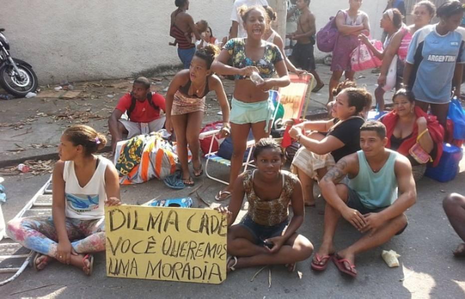 Duas crianças, uma de 9 anos e outra de 6 meses, foram atendidas pelo Corpo de Bombeiros na reintegração de posse do terreno da companhia telefônica Oi, onde se formou a Favela da Telerj. As duas inalaram fumaça de bombas de gás e foram atendidas e liberadas no local.