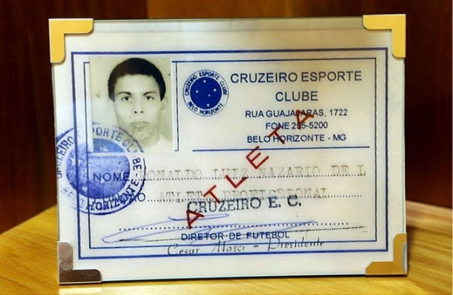 Outra lembrança é sua primeira carteirinha, no Cruzeiro, onde iniciou sua carreira como jogador de futebol