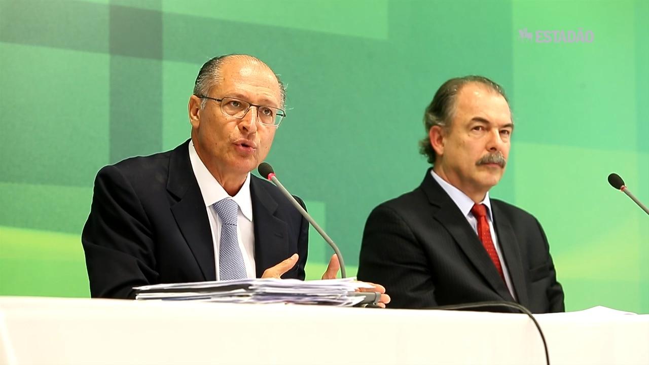 'Não há nenhuma decisão sobre rodízio de água', diz Alckmin após reunião com Dilma