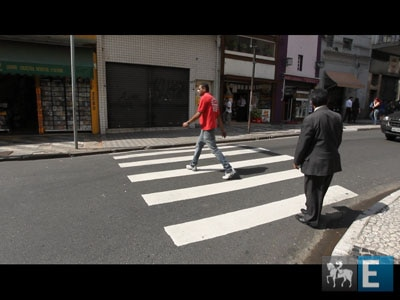 Primeiro dia de multa por desrespeito a pedestre