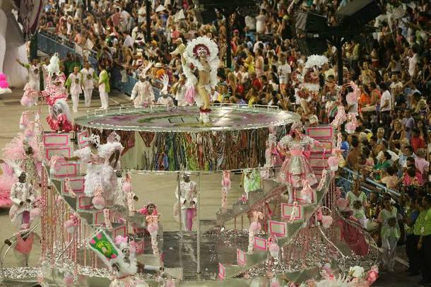 Comissão de frente da Mangueira, que canta a formação do povo brasileiro