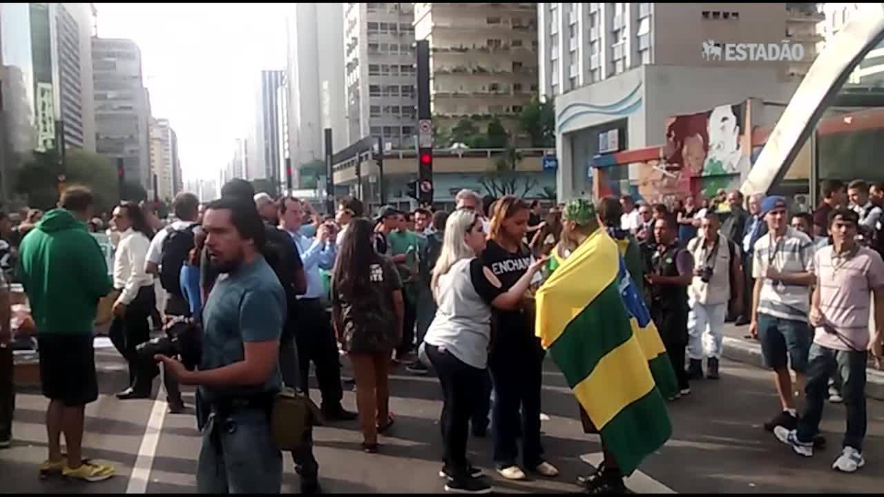 Paulista amanhece com protestos contra a posse de Lula