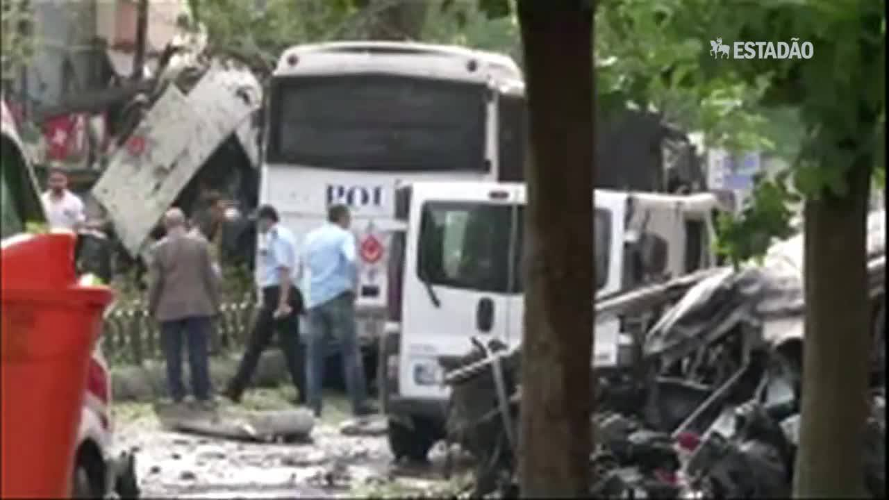 Atentado contra a polícia deixa mortos em Istambul