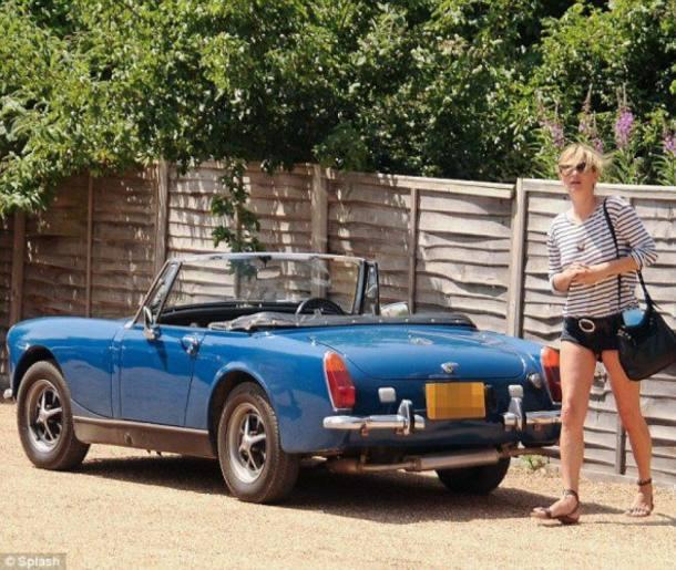 10 famosos que gostam de carros simples