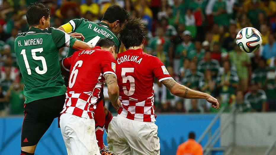 Depois de sair para o intervalo sem gols, o México abriu o placar com Rafa Márquez, aos 27 minutos, após cobrança de escanteio.