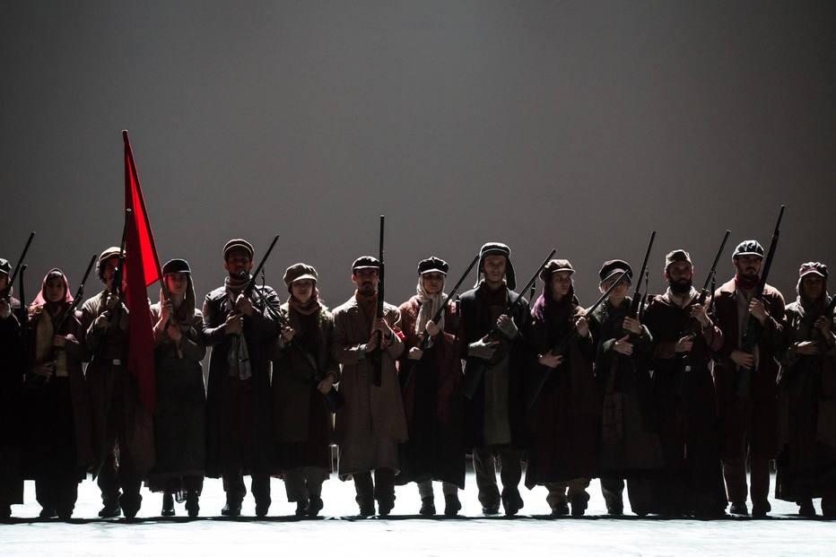 Companhia carioca conta a história da Revolução Russa