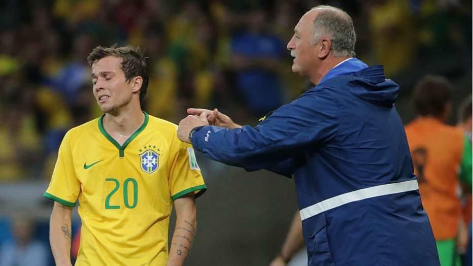 No fim, Oscar ainda marcou o gol de honra do Brasil e o placar terminou 7 a 1 para a Alemanha.