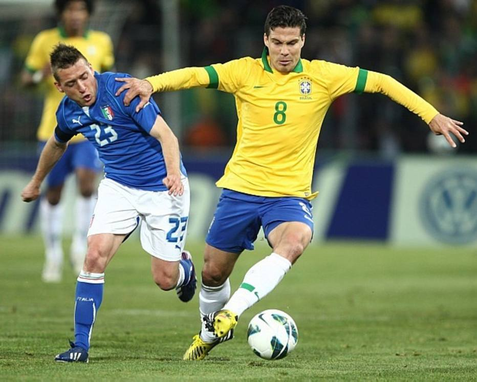 VOLANTE: Hernanes, Lazio (ITA), 27 anos. Em seu clube, é um meia que joga perto da área adversária, dando passes decisivos e fazendo muitos gols. Na seleção, Felipão deve utilizá-lo como volante