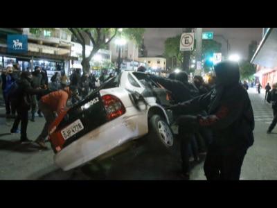 """""""Carro da polícia foi um troféu"""", afirmam black blocs"""