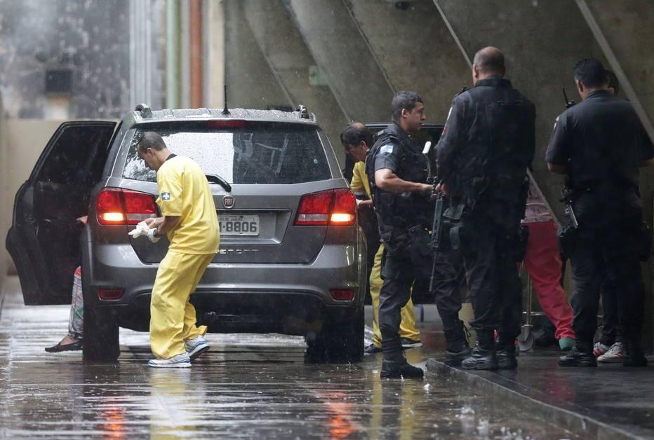 Polícia dispara contra carro e mata espanhola na Rocinha; 2 PMs são presos