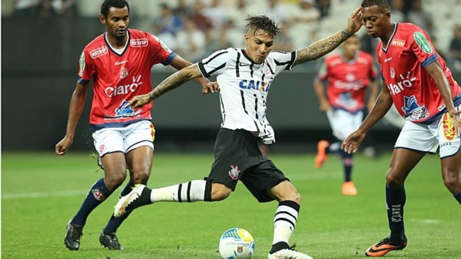 Guerrero marcou duas vezes na vitória do Corinthians