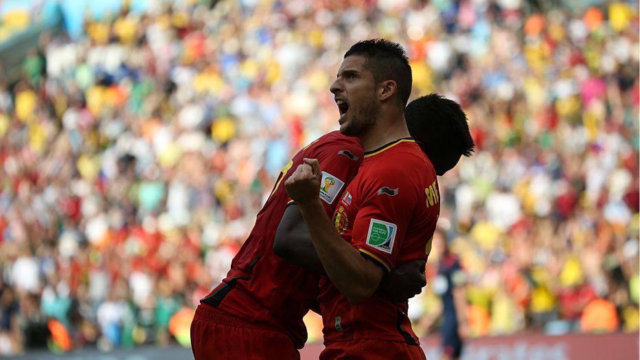 Aos 47 minutos, Hazard aparece, invade a grande área e toca para Origi marcar, fazendo 1 a 0 para os belgas
