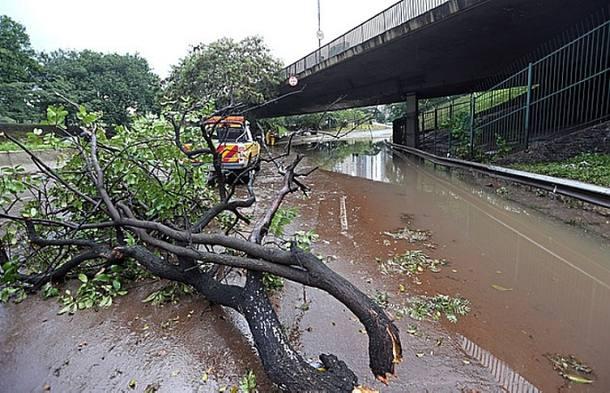 Forte chuva alaga bairros de São Paulo