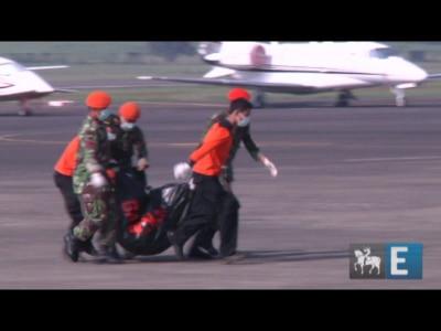 Começa o resgate dos corpos das vítimas do Sukhoi