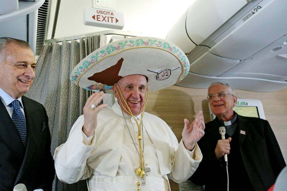 Papa Francisco e Peña Nieto se reúnem e trocam presentes no México