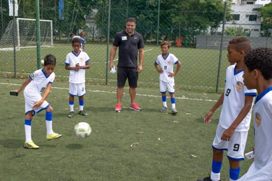 Escolas de futebol de Ronaldo Fenômeno