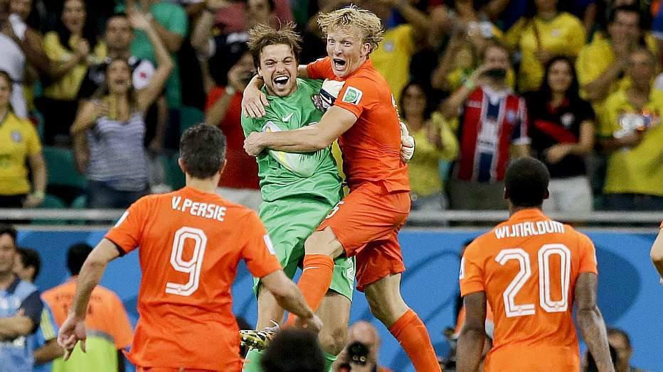 """Com troca de goleiros na prorrogação, a Holanda bateu a """"zebra"""" Costa Rica nos pênaltis e vai às semifinais."""