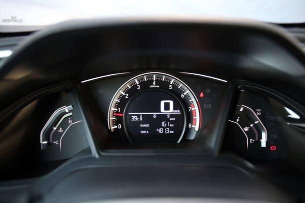 Comparativo: Honda Civic Sport x Citroën C4 Lounge THP