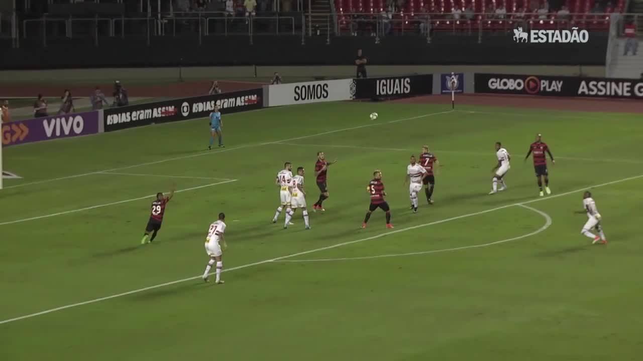 São Paulo bate o Vitória por 2 a 0; veja os lances