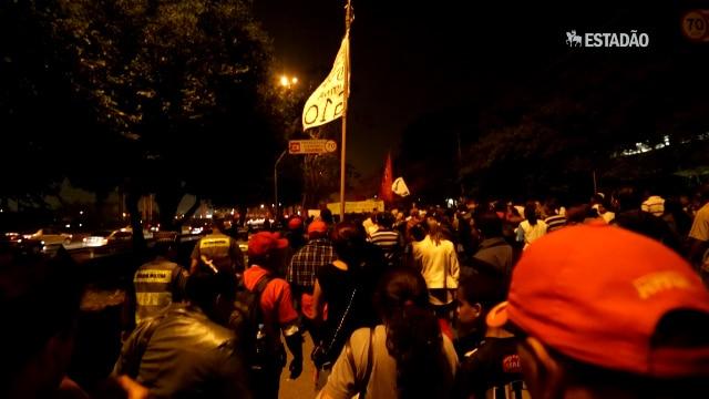 MTST faz protesto em frente à sede da Sabesp, em Pinheiros