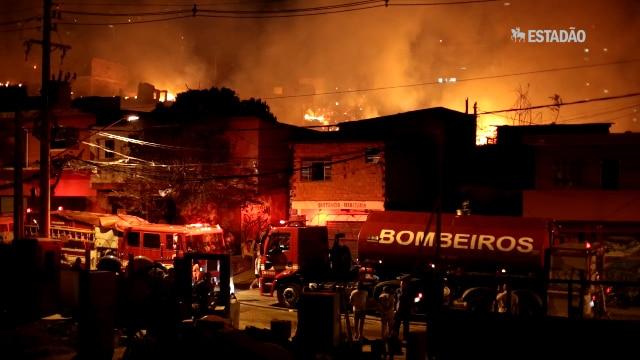 Incêndio destrói favela e hidrante não funciona