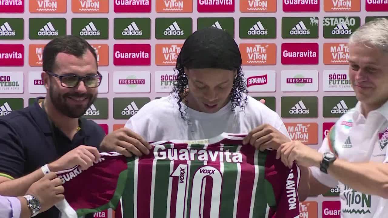 Ronaldinho Gaúcho é apresentado no Fluminense