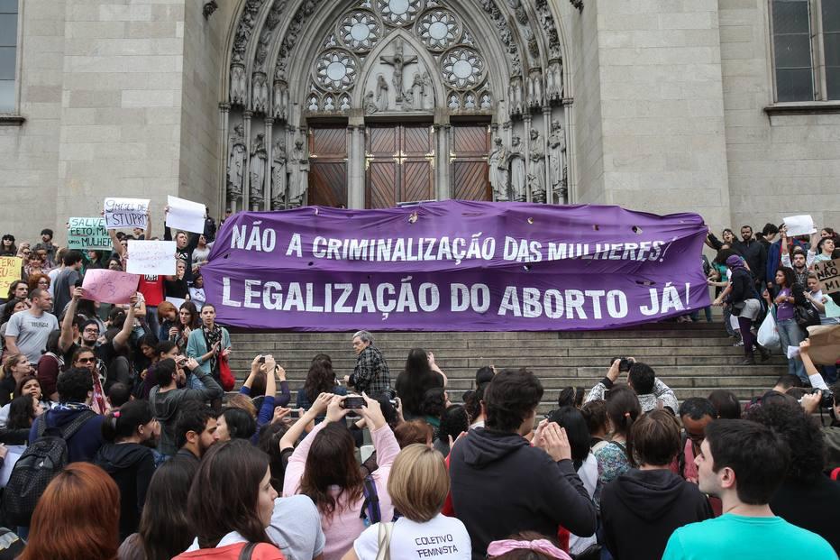 Proibir aborto não reduz número de ocorrências, diz OMS