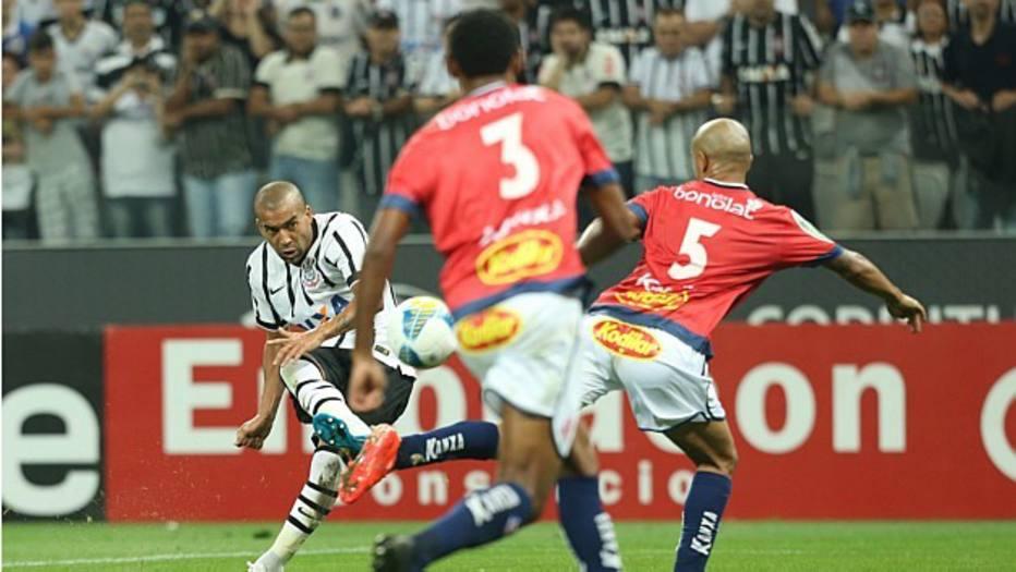 Emerson Sheik fez um dos mais belos gols da partida