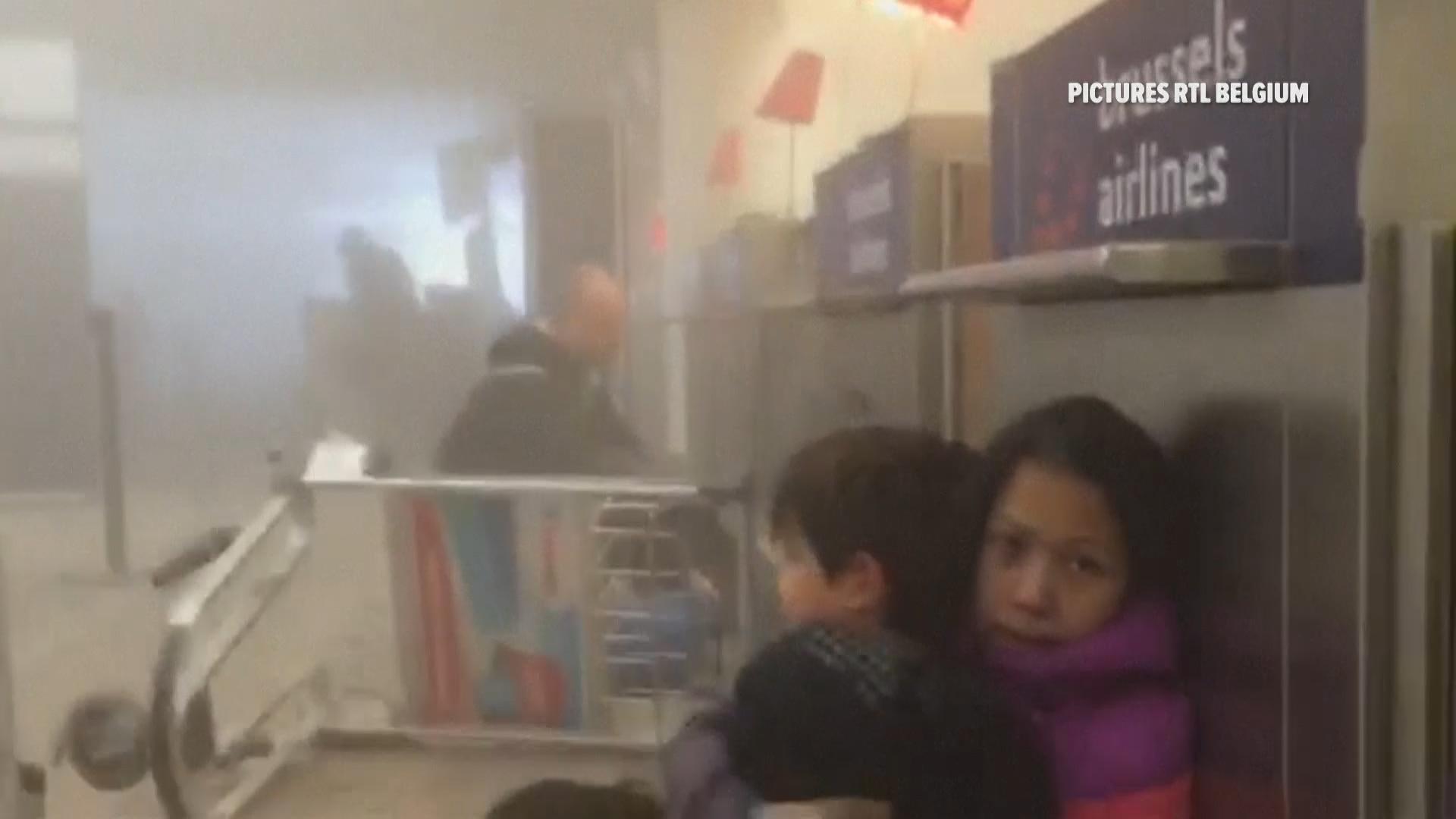Vídeo mostra vítimas presas no aeroporto após ataques em Bruxelas