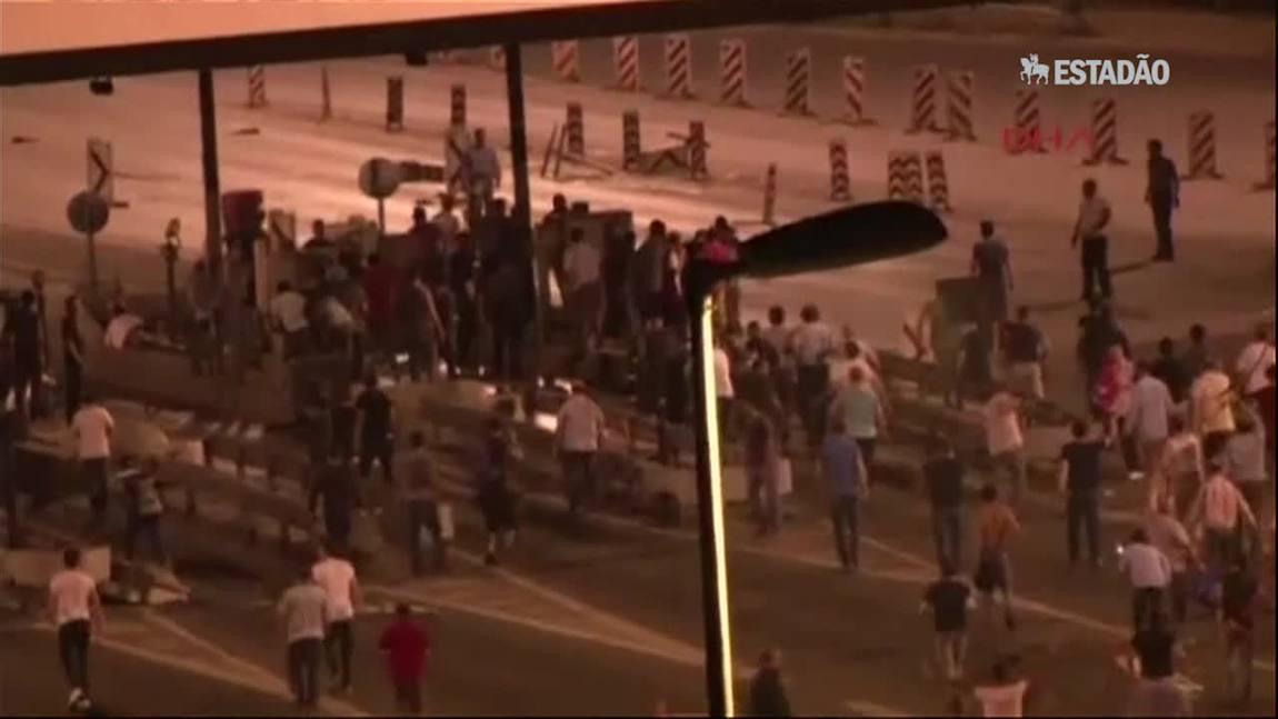 Golpe na Turquia: tiros são ouvidos perto da Ponte do Bósforo, em Istambul