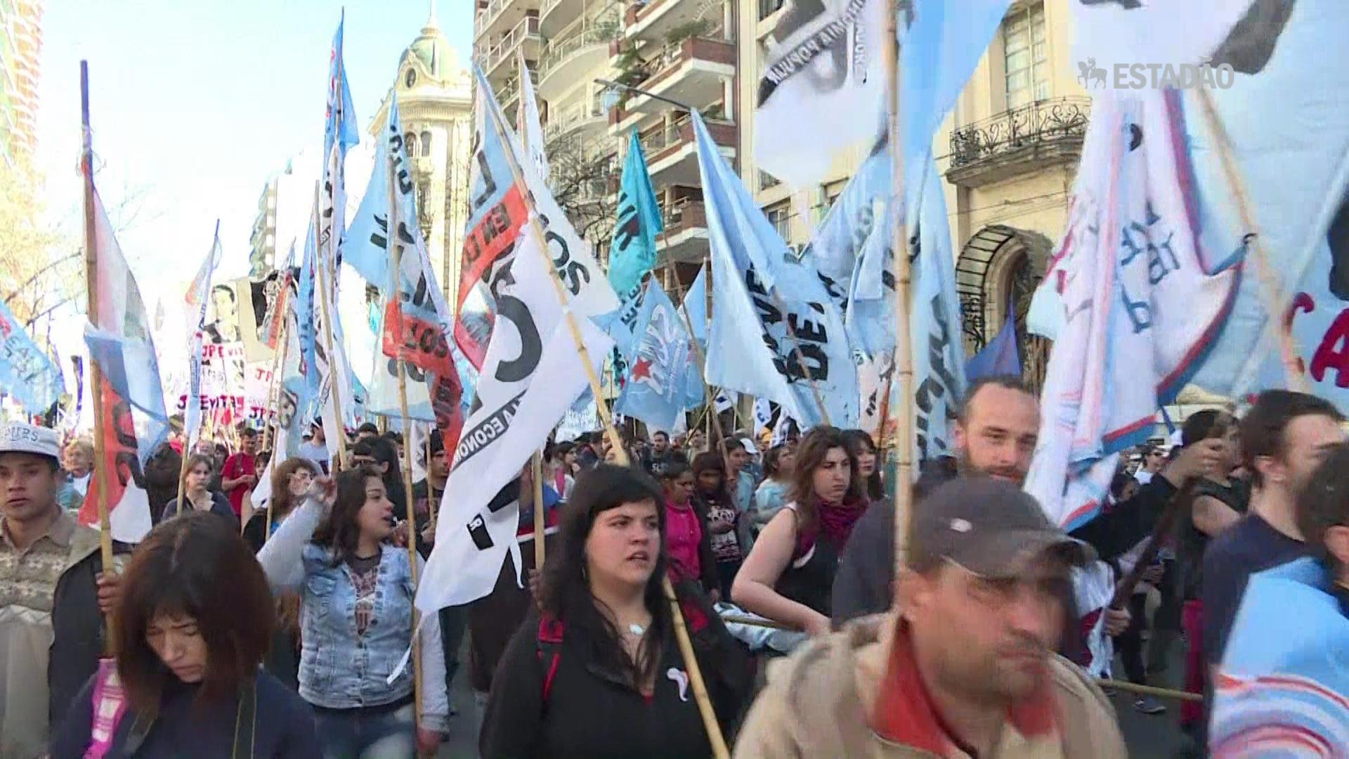 Celebração religiosa e protesto na Argentina
