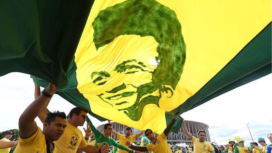 Na primeira fase, o Brasil bateu a Croácia por 3 a 1, na estreia, na Arena Corinthians, também com dois gols de Neymar.