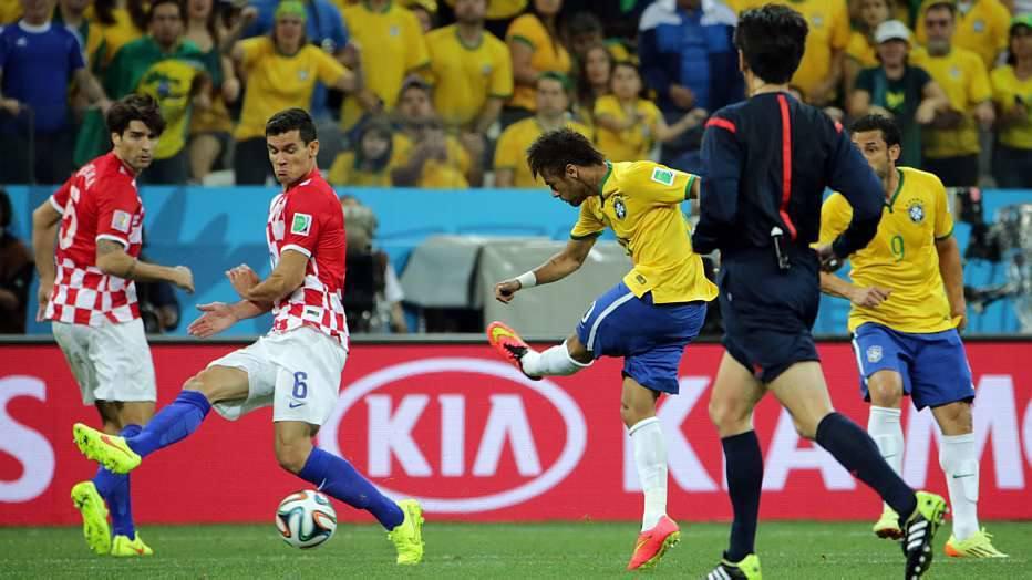 Graças a Neymar, a torcida rapidamente esqueceu o vacilo de Marcelo.