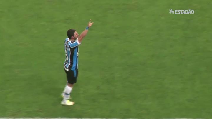 Grêmio goleia Internacional em jogo histórico