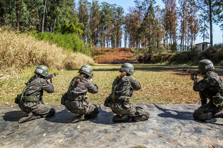 Exército já treina mulheres para o front